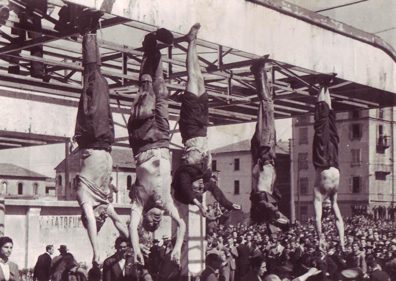 逆さ吊りにされたムッソリーニたち