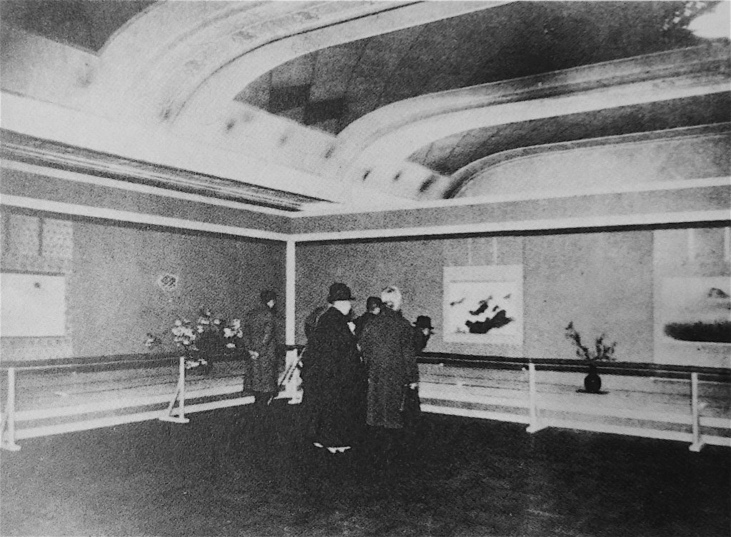 横山大観の「海山十題」を展示した日本橋高島屋の会場、1940年 (aka 皇紀2600年、昭和15年)