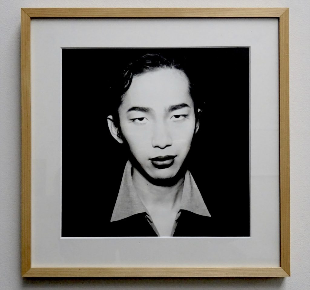 眞島竜男 MAJIMA Tatsuo 「Bijinmaru」1998, b&w print, 30 x 30 cm