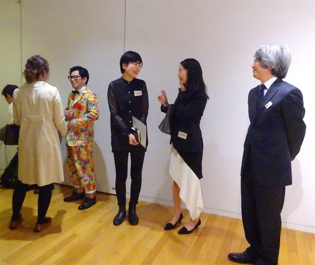 from left: artist HIRAKO Yuichi 平子 雄一氏, (dress) WAITINGROOM Gallery owner ASHIKAWA Tomoko 芦川 朋子氏, Tokyo Opera City Art Gallery curator FUKUSHI Osamu 福士 理氏