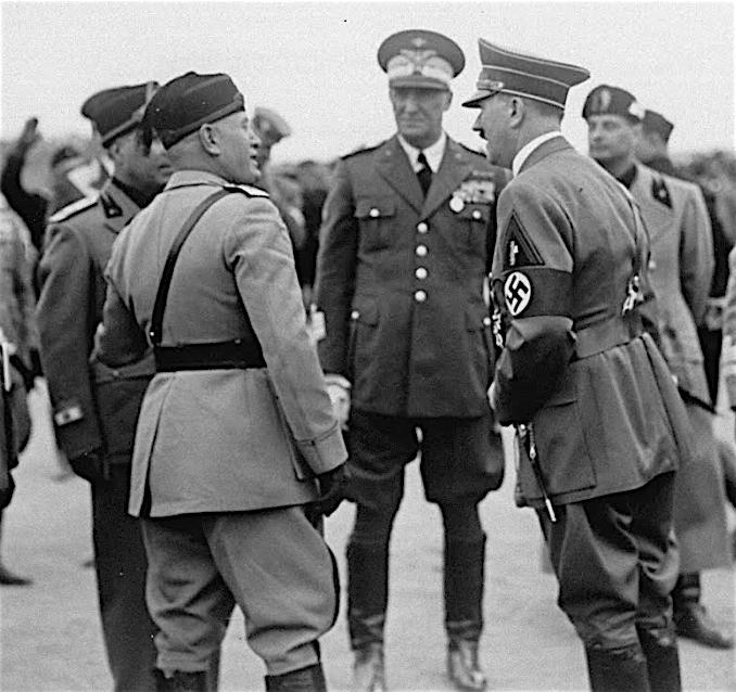 (左) ムッソリーニ、(中)Rodolfo Graziani (commandant des troupes italiennes en Afrique du Nord) 、(右)ヒトラー