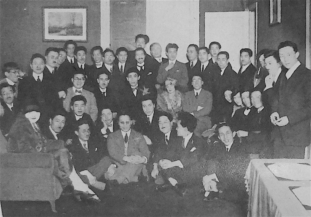 パリの日本人クラブ、左側に藤田嗣治 1935頃、Japanese club in Paris, far left FOUJITA Tsuguharu, ca. 1935