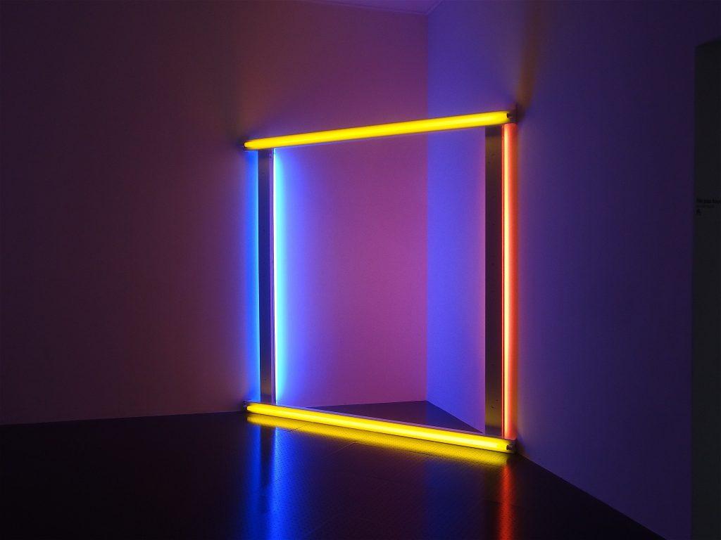 """Dan Flavin """"untitled (to Donna) 5a"""" 1971, Tubes fluorescents, métal peint, Centre Pompidou, Musée national d'art moderne, Paris"""