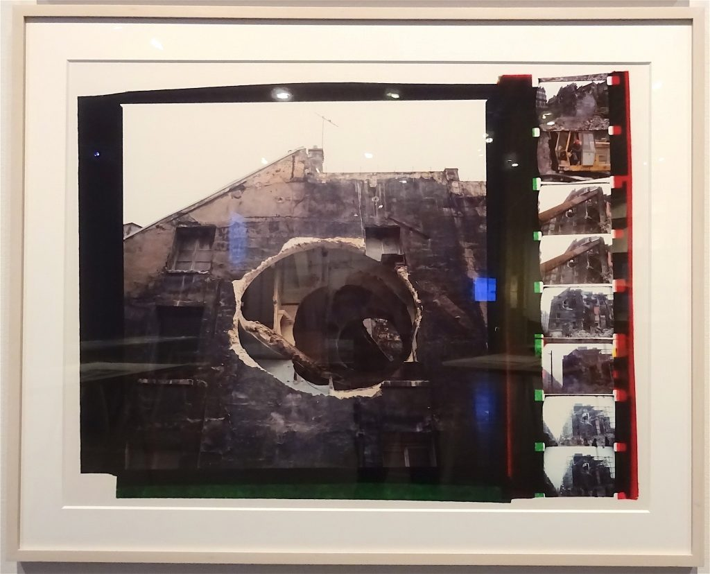 "ゴードン・マッタ・クラーク Gordon Matta-Clark ""Conical Intersect"" 1975, Silver dye bleach print (Cibachrome), Courtesy The Estate of Gordon Matta-Clark and David Zwirner, New York / London / Hongkong"