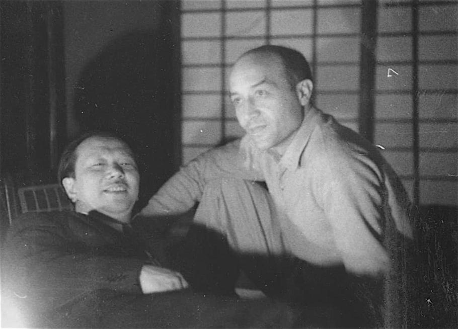 岡本太郎とイサム・ノグチ OKAMOTO Taro and NOGUCHI Isamu 1954
