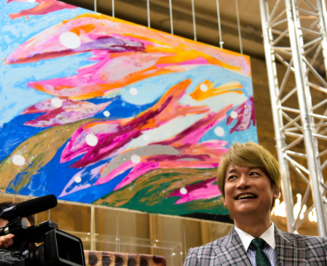 KATORI Shingo in front of his painting