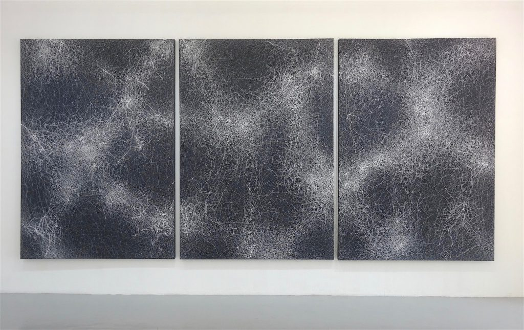 "塩田千春 SHIOTA ""Night Sky"" 2017, thread, acrylic paint on canvas, triptych, 200 x 420 cm"