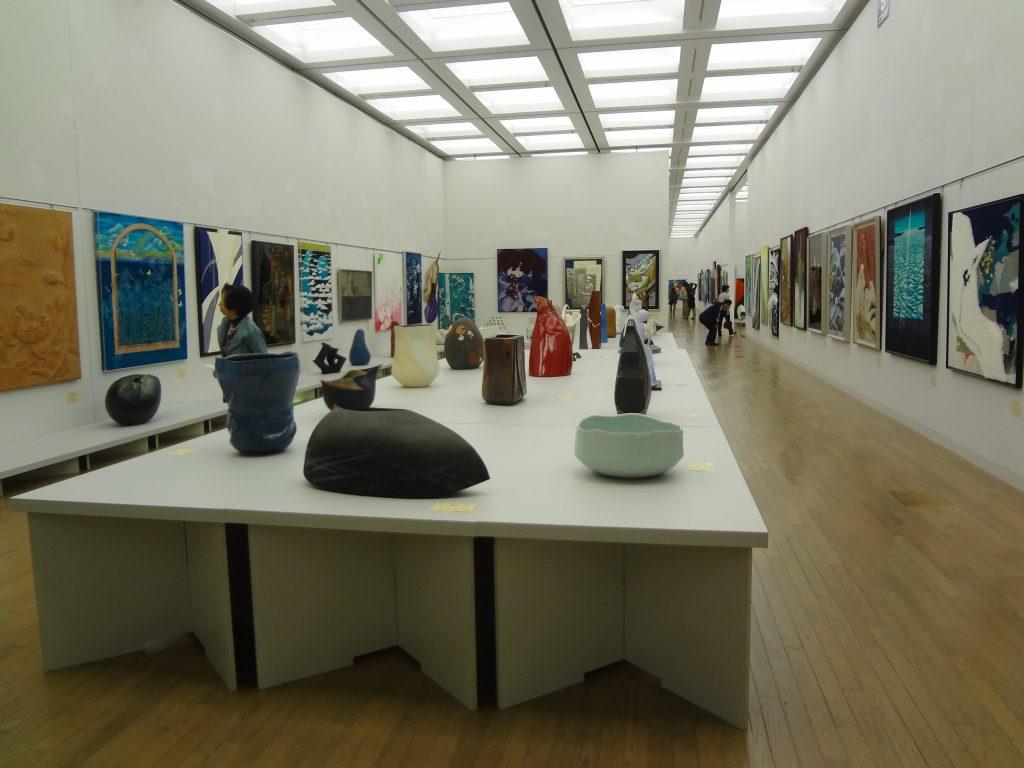 第45回 日本美術展覧会 (日展)の展示風景(工芸美術)