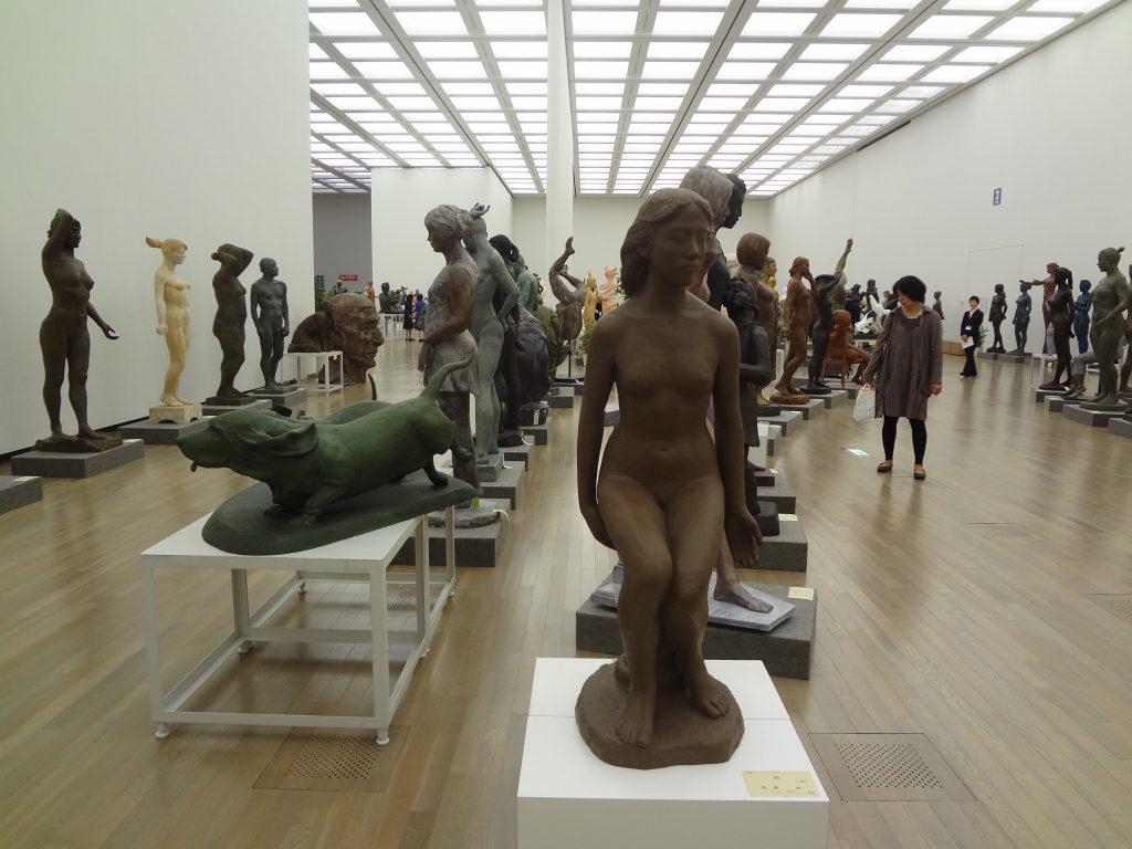 第45回 日本美術展覧会 (日展)の展示風景(彫刻)