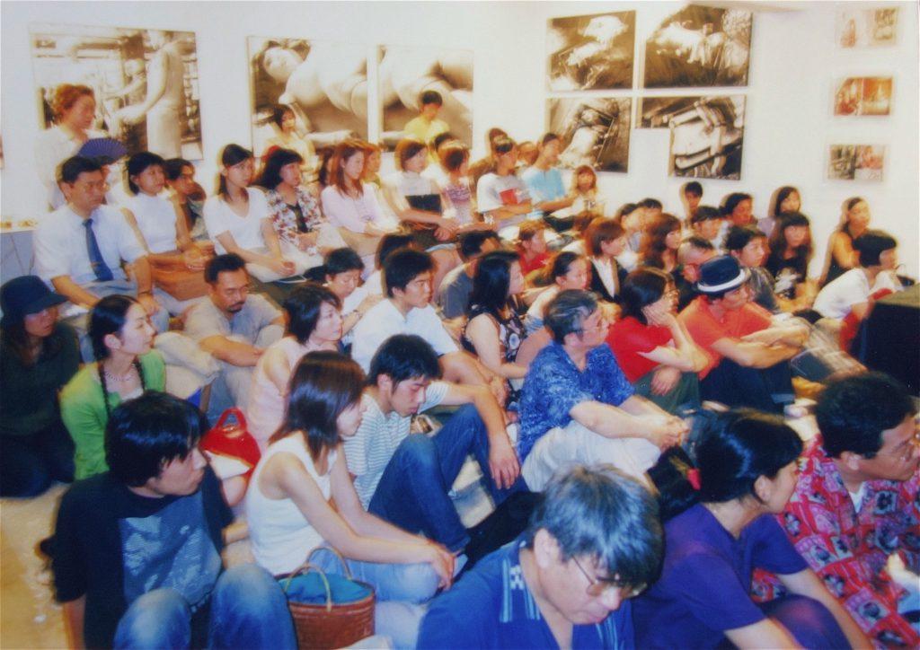 講演会の風景、ミヅマアートギャラリー、東京青山、2001年8月10日