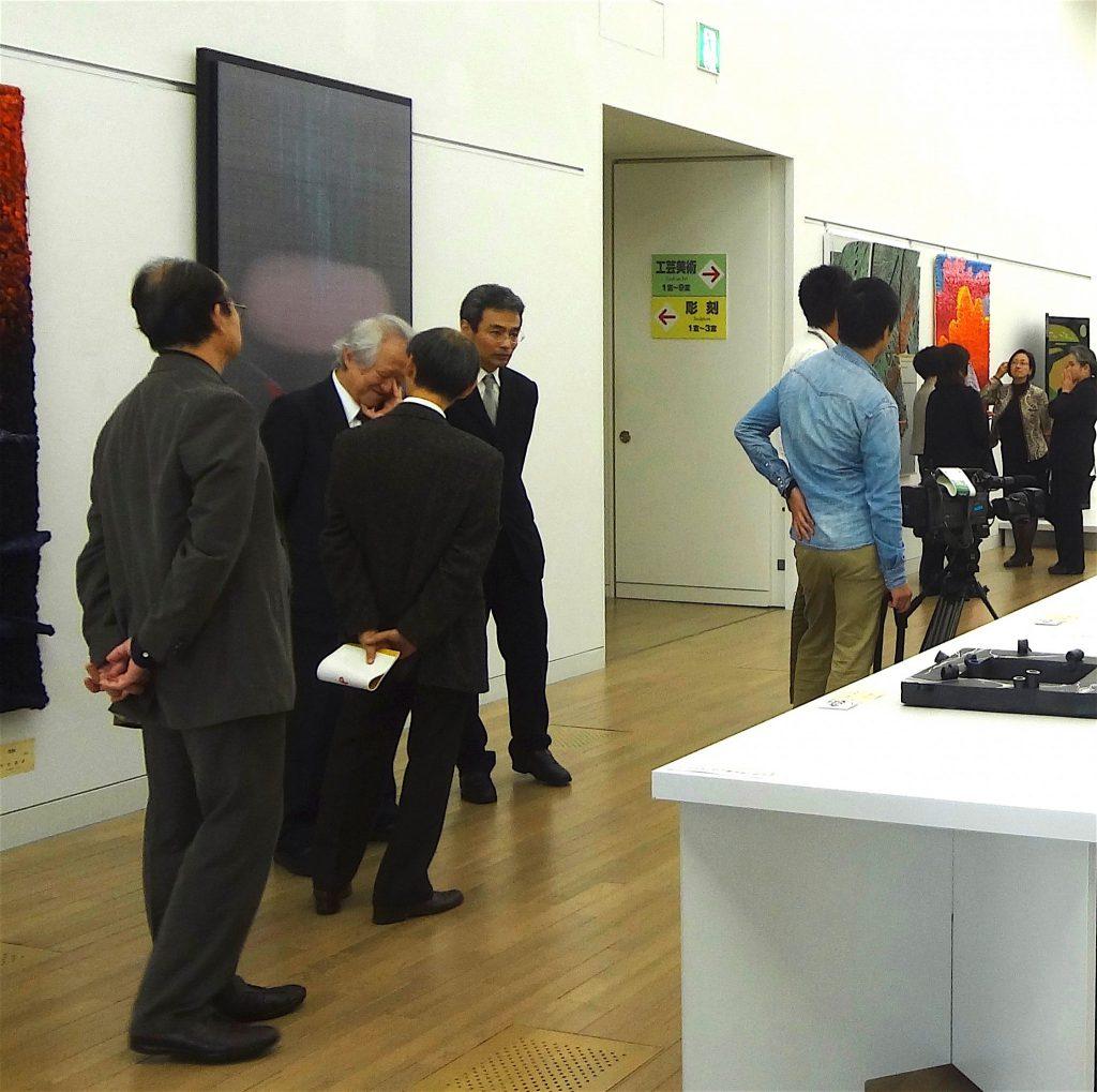 2013年11月1日 第45回 日本美術展覧会 (日展)の展示風景(工芸美術)副理事長 土屋礼一 氏