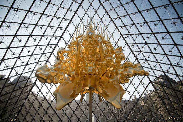 名和晃平作 Throne @ ルーブル美術館ピラミッド内