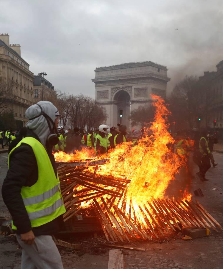 パリが燃えている。Paris Is Burning11