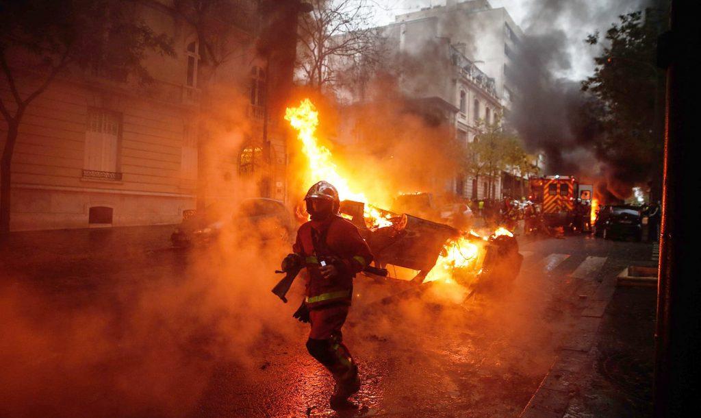 パリが燃えている。Paris Is Burning7