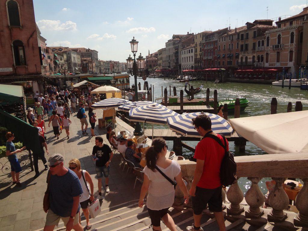 ヴェネツィアの風景、左側:Palazzo Bembo