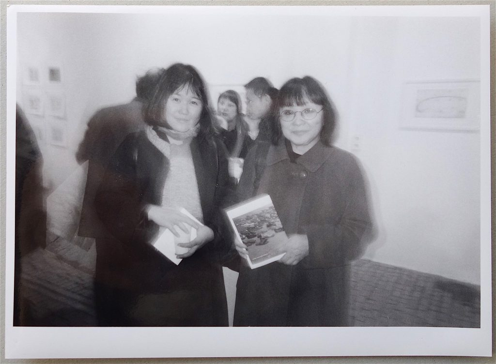 "Left, 塩田千春 SHIOTA Chiharu's first solo show in Berlin @ Prüss & Ochs Gallery 1999 ""Dreaming Time"" (写真は初公開)"