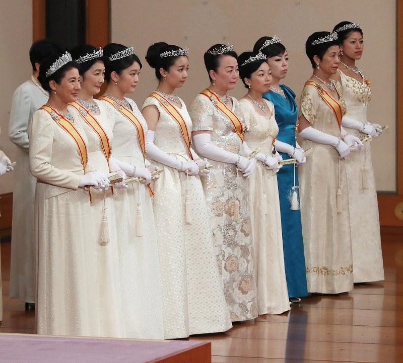 「新年祝賀の儀」に参列される皇太子妃雅子さまら女性皇族=皇居・宮殿「松の間」で2019年1月1日午前11時31分(代表撮影