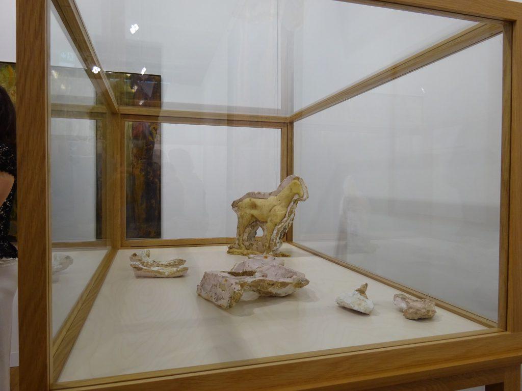 """Joseph Beuys """"Junges Pferdchen"""" 1955-1986, Wax cast 28,5 x 28,5 x 3 cm Galerie Thaddaeus Ropac"""