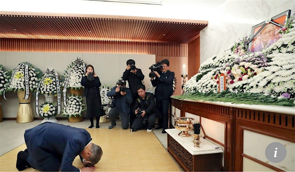 South Korean president Moon Jae-in kneels and bows before an altar set up in honor of Kim Bok-dong