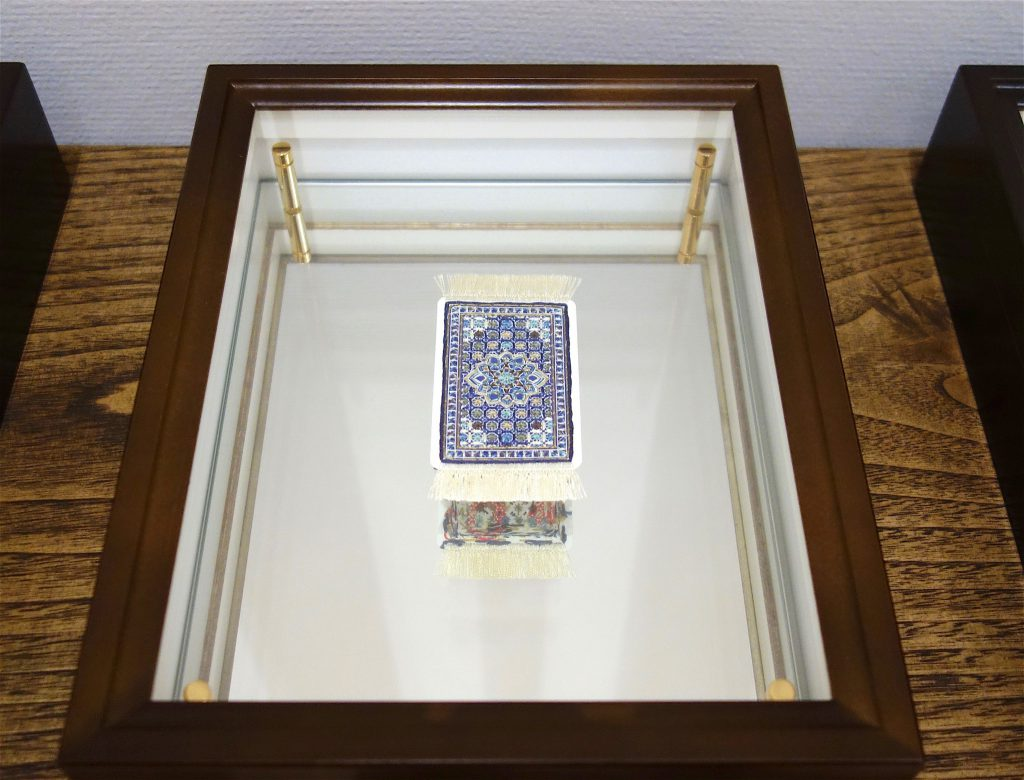 TAKADA Akiko & Masako 髙田安規子・政子 Suit Heart 2014, Embroidered Playing card, specimen case, wood shelf