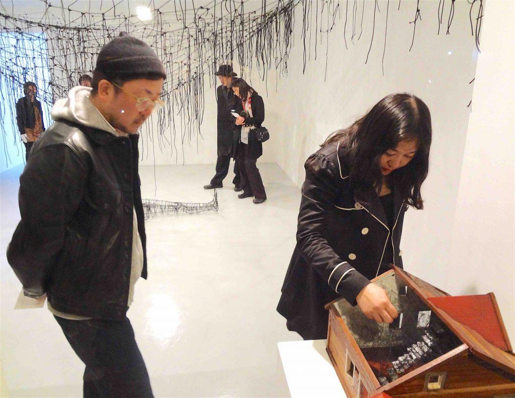 ケンジタキギャラリー、「存在のあり方」展 のオープニング、2012年3月8日