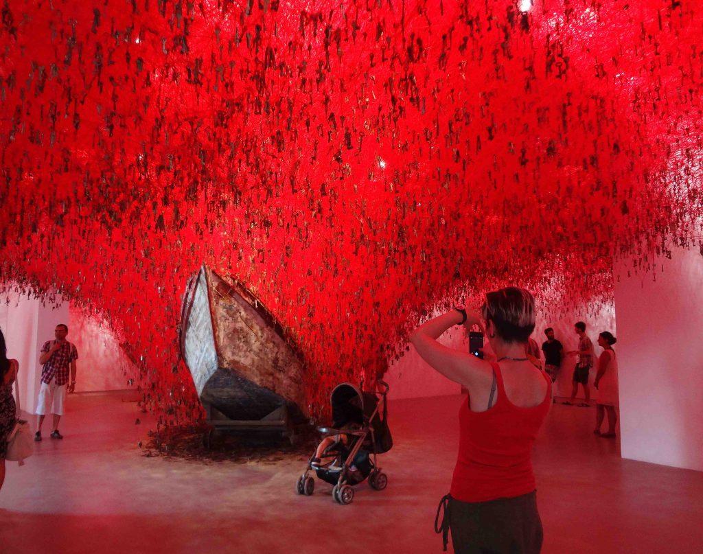 """塩田千春 SHIOTA Chiharu「掌の鍵」""""The Key in the Hand"""" @ ヴェネツィア・ ビエンナーレ 日本館 Venice Biennale, Japan Pavilion"""