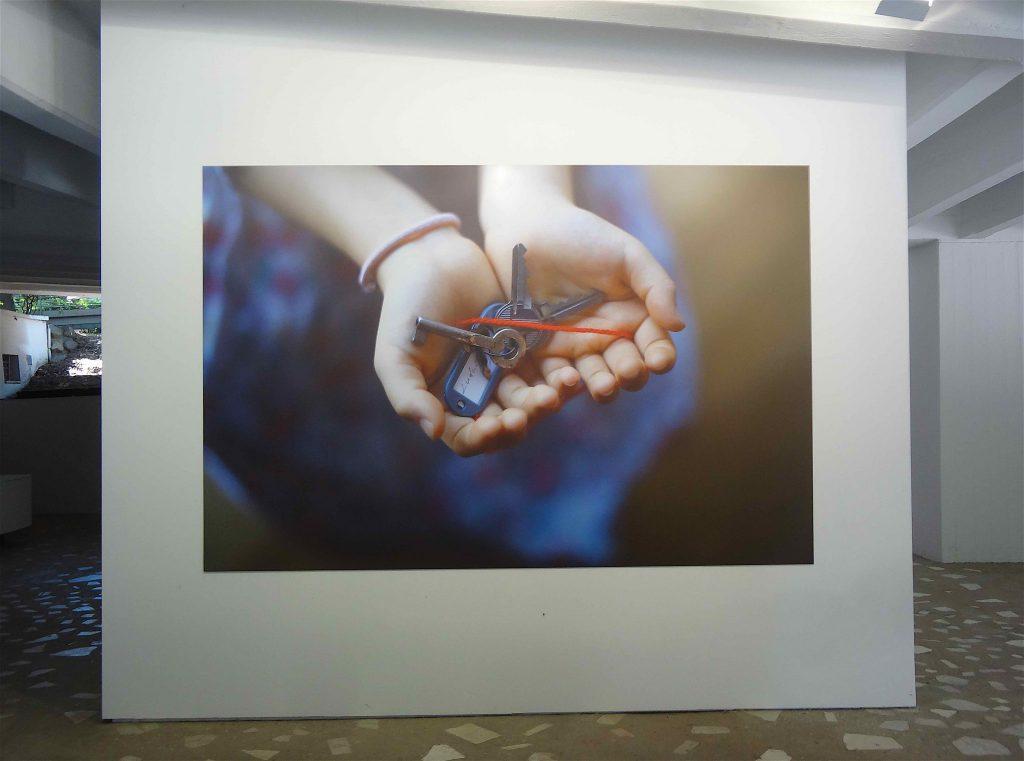 """塩田千春 SHIOTA Chiharu「掌の鍵」""""The Key in the Hand"""" (still picture) @ ヴェネツィア・ ビエンナーレ 日本館 Venice Biennale, Japan Pavilion 2015"""