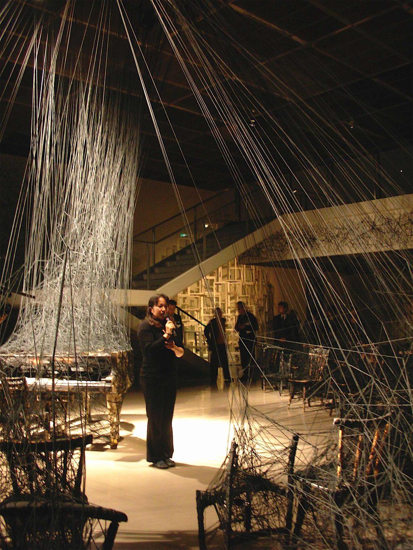塩田千春 SHIOTA Chiharu「From In Silence」展、神奈川県民ホール Kanagawa Kenmin Hall, 2007年10月18日