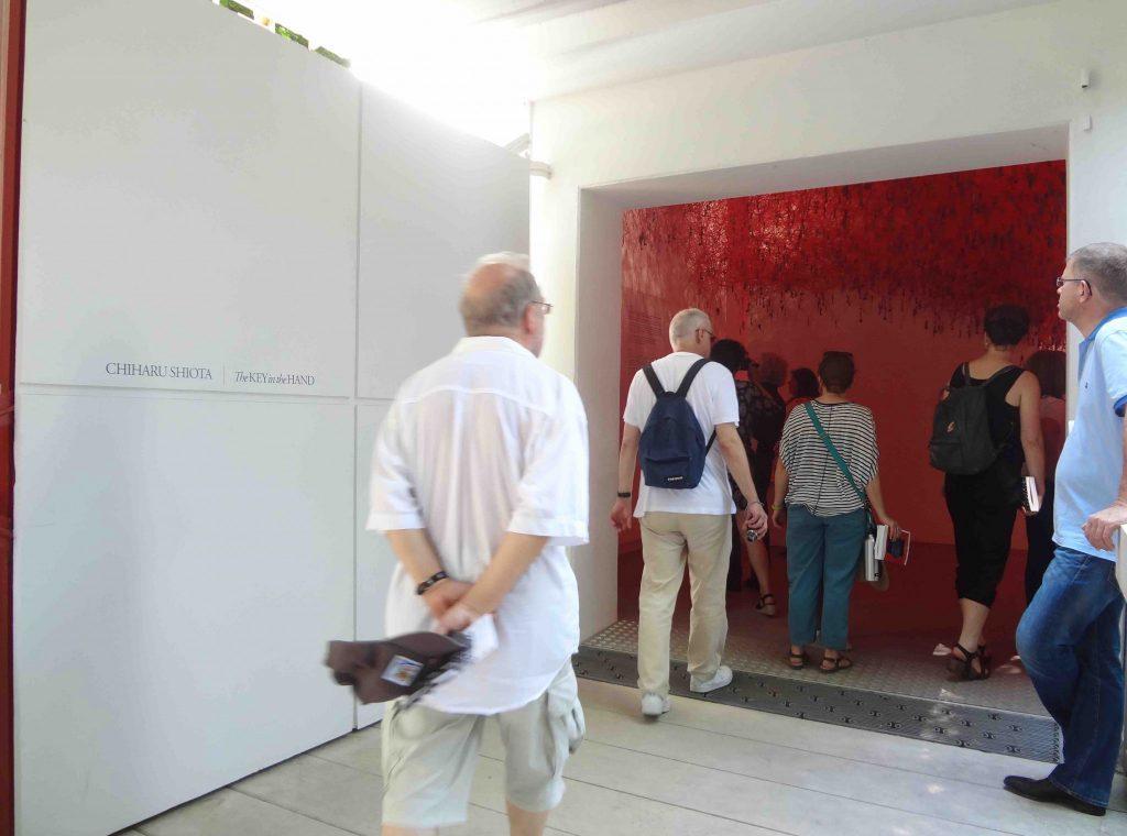 塩田千春 SHIOTA Chiharu ヴェネツィア・ ビエンナーレ 日本館の入口 Venice Biennale, Japan Pavilion Entrance, 2015