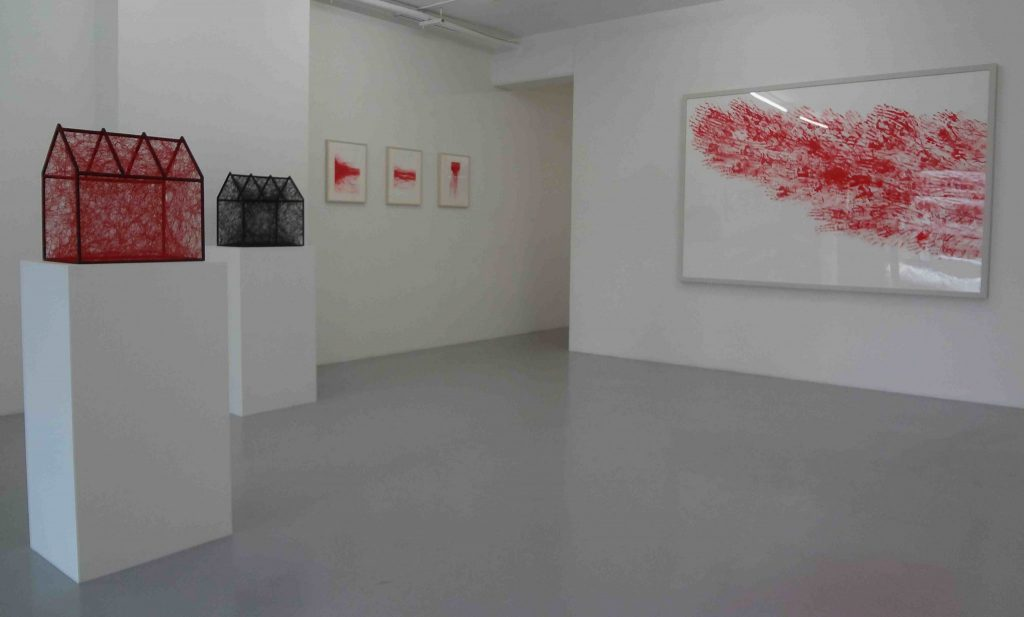 展示風景、 右 right :「Red Line XVII」2012
