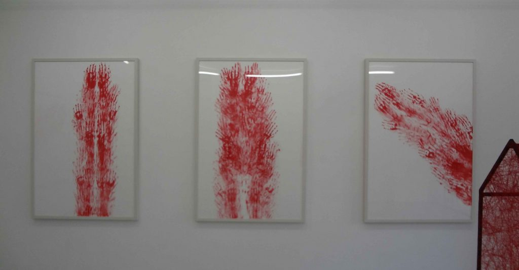 (L-R) 塩田千春 「Red Line XVIII」「Red Line XIX」「Red Line XX」each 2012