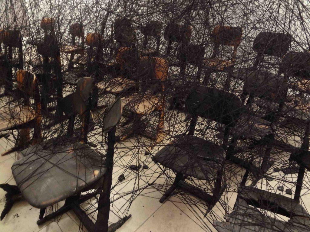 SHIOTA Chiharu 塩田千春「Waiting」2002年