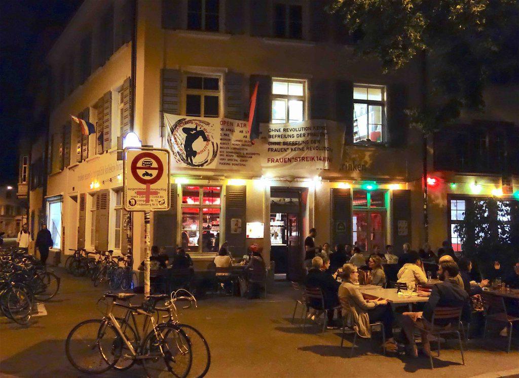 リステの近くレストラン Hirscheneck