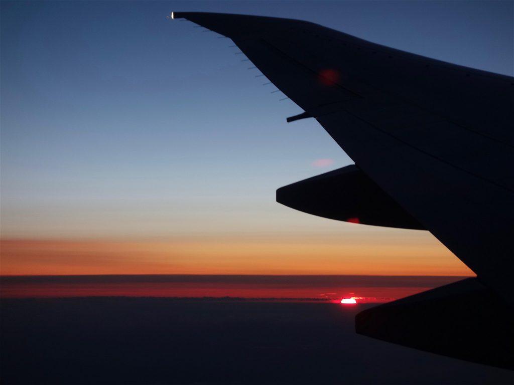 雲の上を飛ぶ10