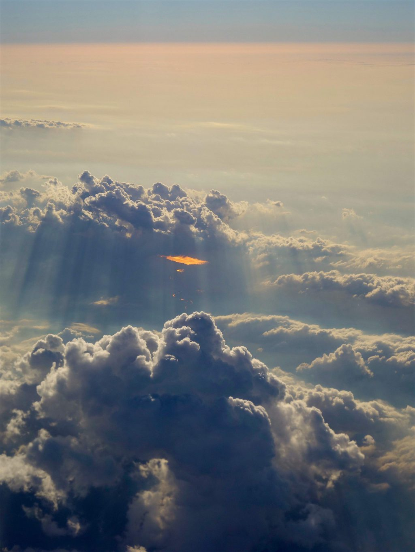 雲の上を飛ぶ4
