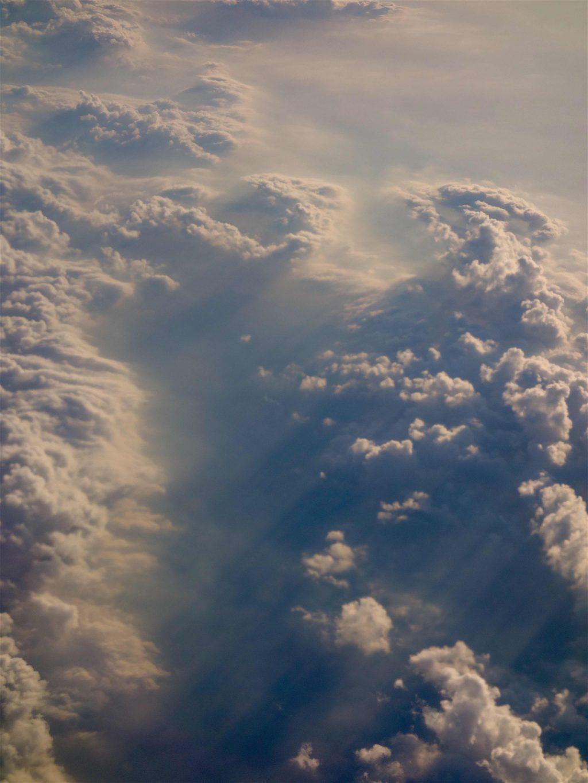 雲の上を飛ぶ5