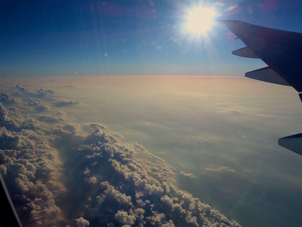 雲の上を飛ぶ6