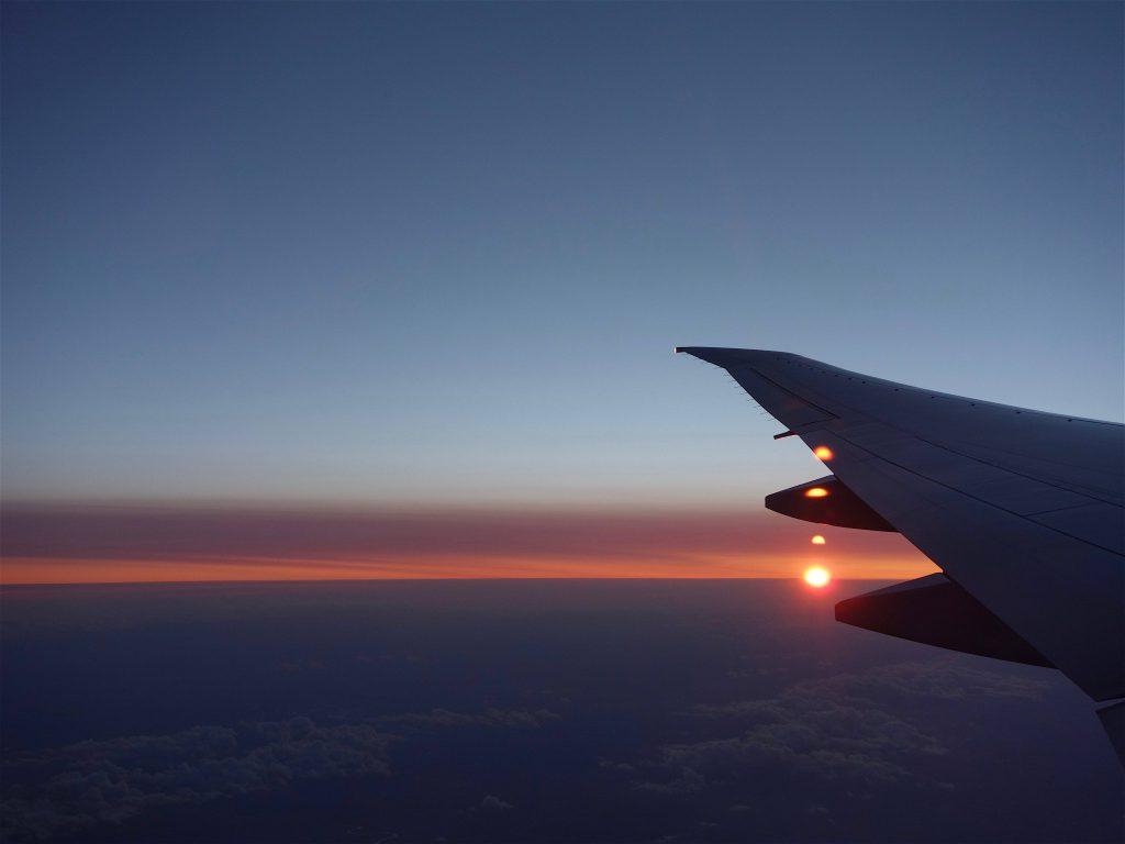 雲の上を飛ぶ8