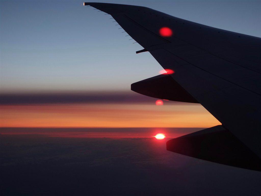 雲の上を飛ぶ9