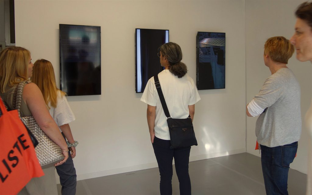 Taka Ishii Gallery owner ISHII Takayuki (center), afterwards praising SOUTOME's video work