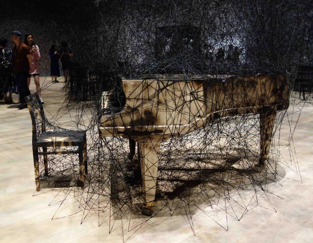 """塩田千春 SHIOTA Chiharu """"静けさのなかで In Silence"""" 2002-2019, Burnt piano, burnt chair, Alcantara black thread"""