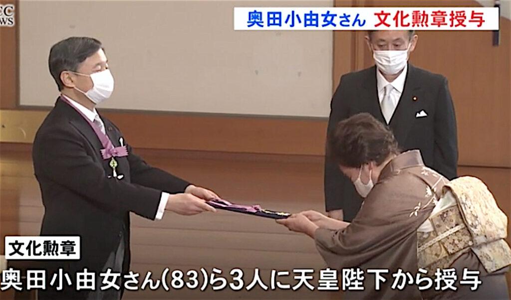 文化勲章の親授式、天皇陛下 The Japanese Emperor himself presents the honor at the award ceremony, which takes place at the Imperial Palace on the Day of Culture (November 3)