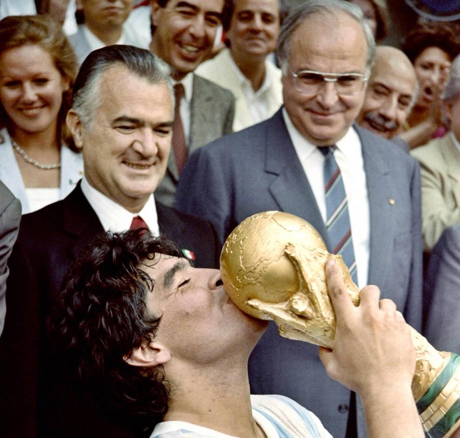 1986年のワールドカップでアルゼンチンを優勝に導いたディエゴ・マラドーナ