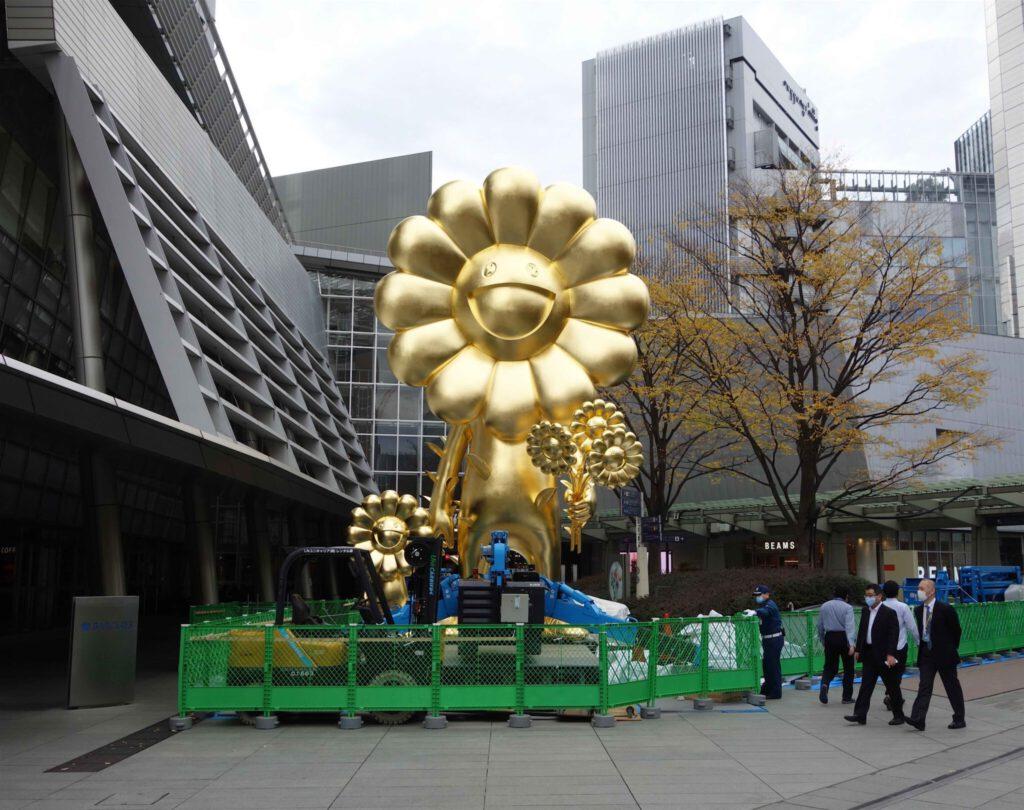 """MURAKAMI Takashi 村上隆 「お花親子」""""Flower Parent and Child"""" 2020年 @ 六本木ヒルズ 66プラザ 2020年11月26日~2021年5月末頃までを予定"""
