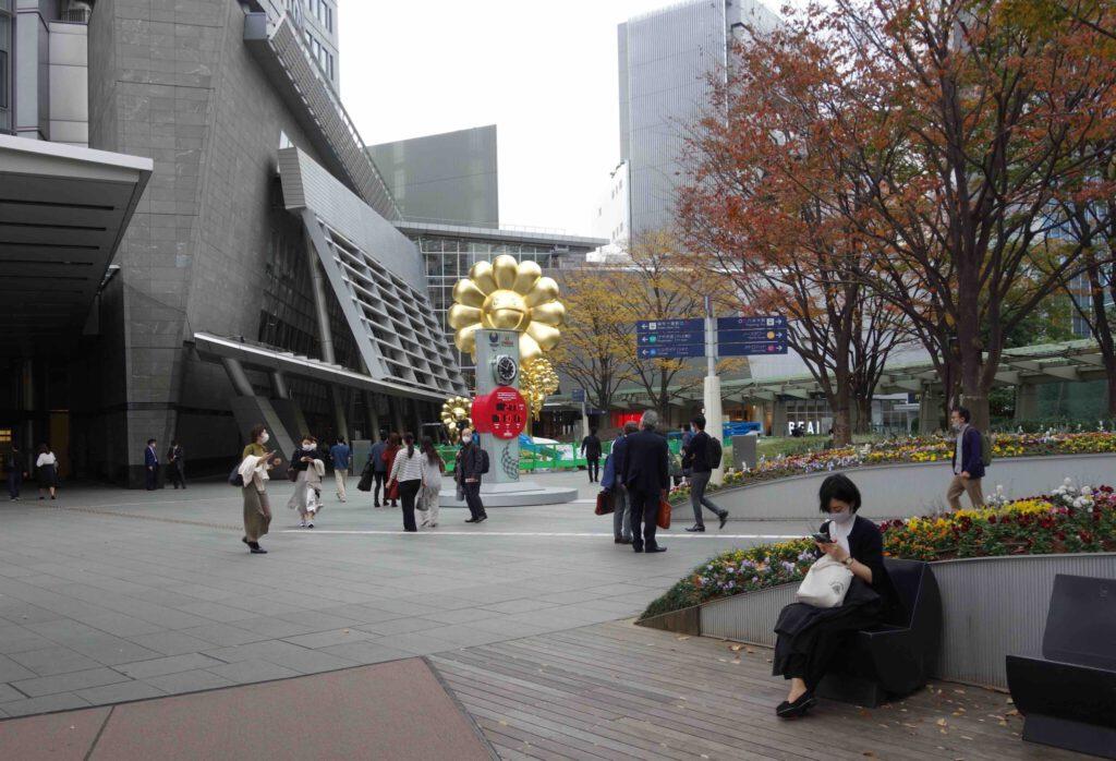 "MURAKAMI Takashi 村上隆 「お花親子」""Flower Parent and Child"" 2020年 @ 六本木ヒルズ 66プラザ 2020.11.26 ~ 2021年5月末頃までを予定"