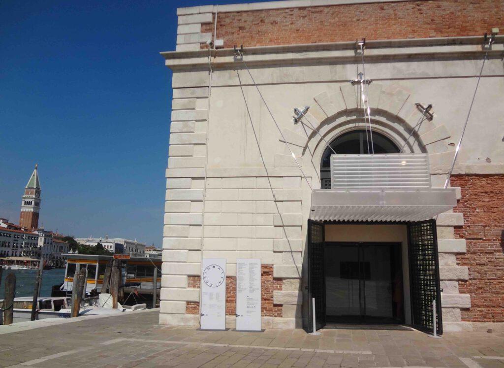 プンタ・デラ・ドガーナ の入口