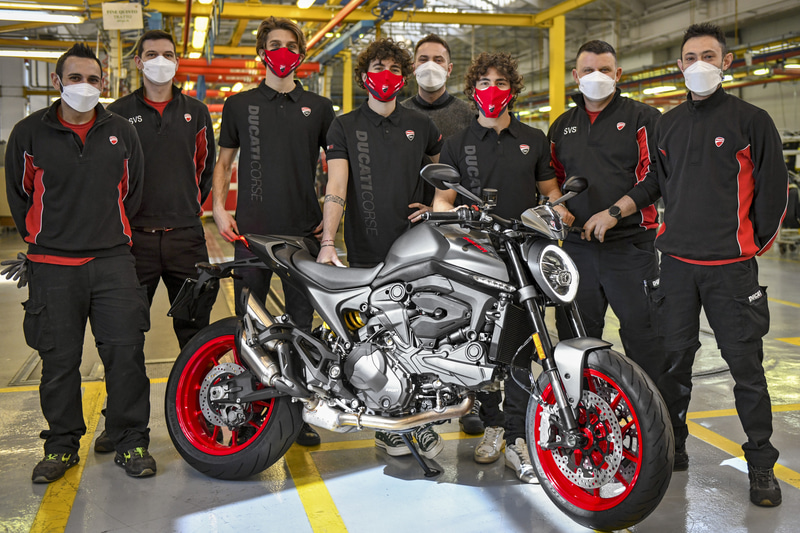 New DUCATI MONSTERの工場、イタリア