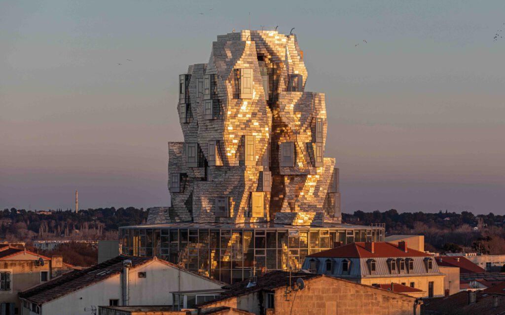 フランク・O・ゲーリー設計による新「LUMAアルル」ビル