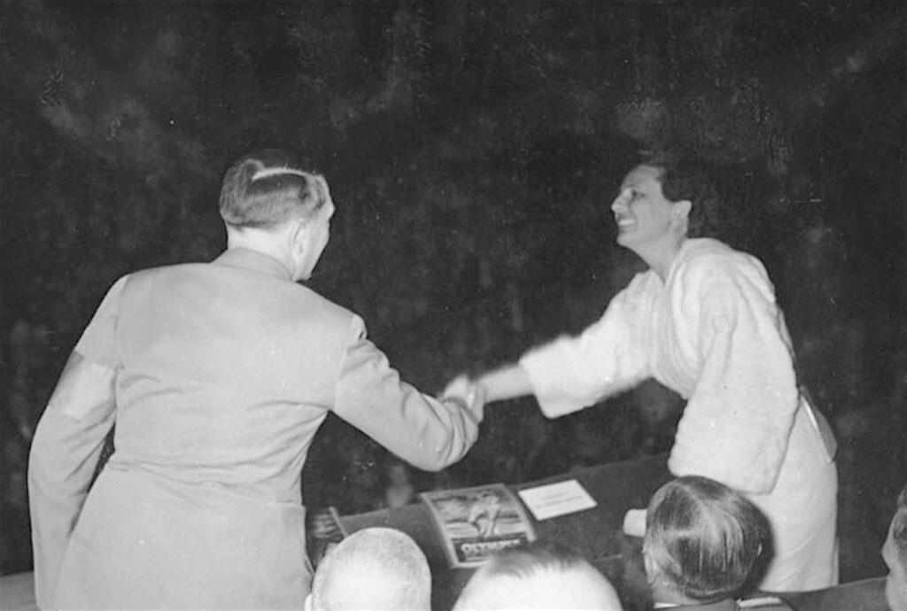 レニ・リーフェンシュタールとアドルフ・ヒトラー「オリンピア」初上映