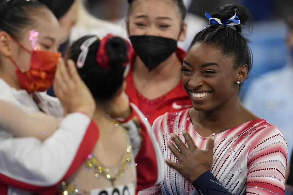 Balance Beam, Simone Biles congratualtes her Chinese colleagues
